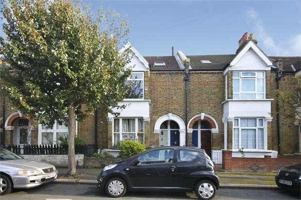 2 Bedrooms Flat for sale in Clacton Road, Walthamstow, London