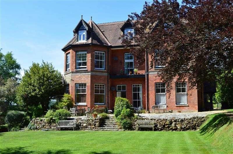 2 Bedrooms Flat for sale in Giddylake, Wimborne, Dorset