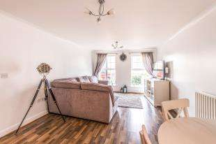 2 Bedrooms Flat for sale in Palladian Circus, Ingress Park, Greenhithe, Kent