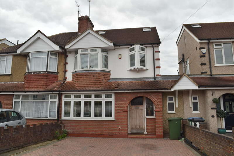 4 Bedrooms Semi Detached House for sale in Meadow Road, Garston Watford