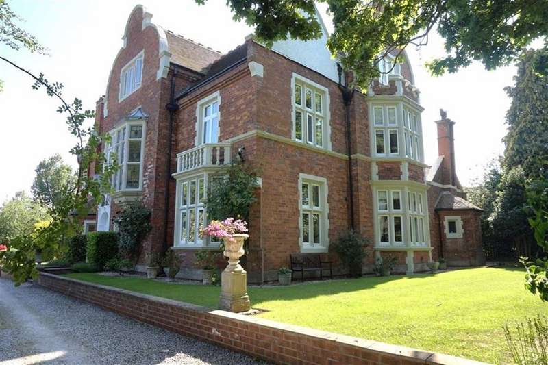 2 Bedrooms Apartment Flat for sale in Manor Lodge, Hessle, Hessle, East Yorkshire, HU13