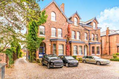 2 Bedrooms Flat for sale in Wardle Road, Sale, Manchester, Flat 2