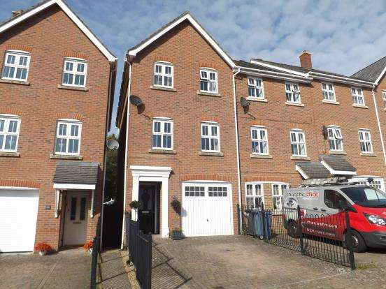 3 Bedrooms End Of Terrace House for sale in Fleet, Hampshire