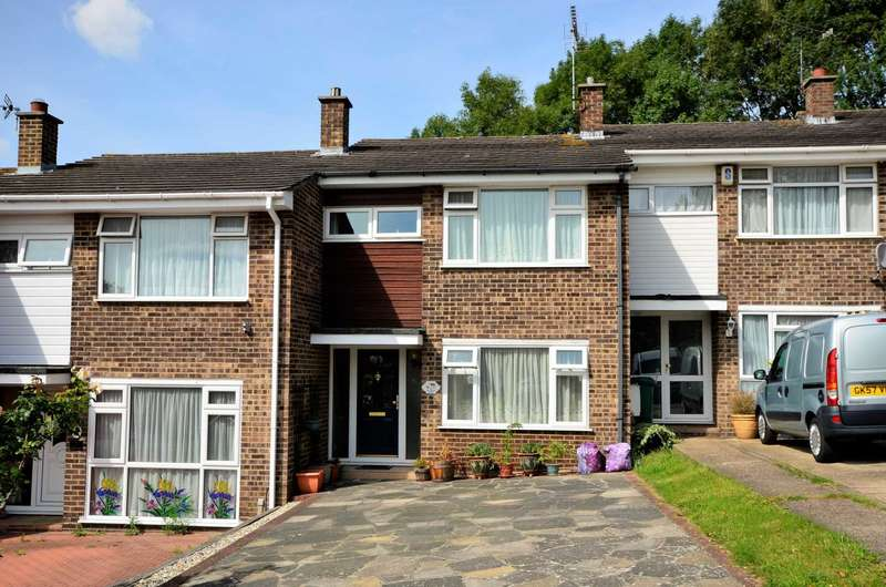 3 Bedrooms Terraced House for sale in Holbrook Close, Billericay