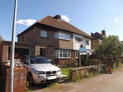 3 Bedrooms Semi Detached House for sale in The Avenue, Biggleswade, Bedfordshire