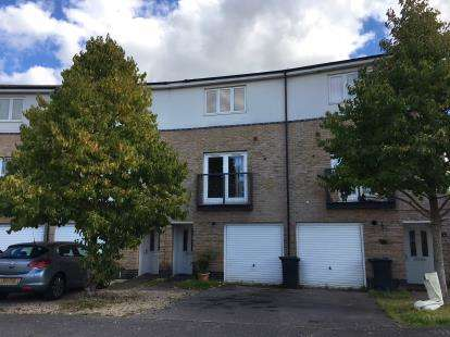 4 Bedrooms Terraced House for sale in Ballinger Way, Northolt, Middlesex