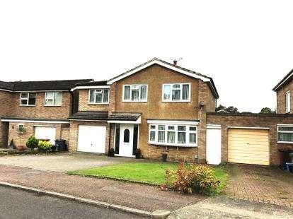 4 Bedrooms Detached House for sale in Dryden Crescent, Stevenage, Hertfordshire, England