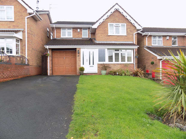4 Bedrooms Detached House for sale in North View Drive, Brierley Hill, DY5