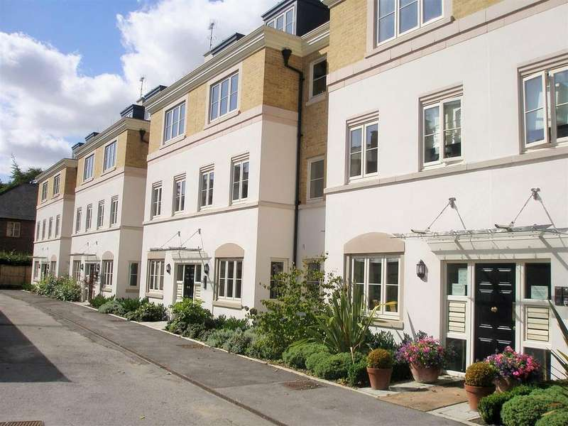 2 Bedrooms Apartment Flat for sale in The Square, Dringhouses, York, YO24 1UR
