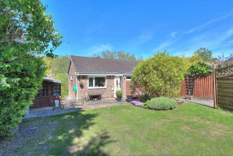 2 Bedrooms Semi Detached House for sale in Richmond Close, Hiltingbury, Chandlers Ford