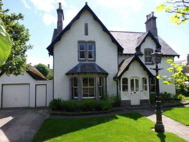 5 Bedrooms Detached House for sale in Fern Hurst, 284 High Street, Elgin, Moray, IV30