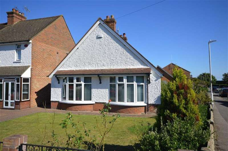 3 Bedrooms Detached Bungalow for sale in Kingsnorth Road, Ashford, Kent