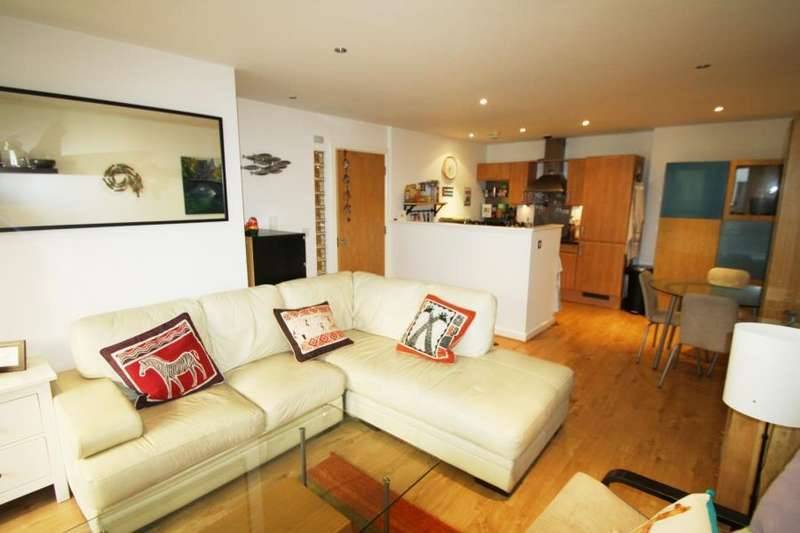 2 Bedrooms Apartment Flat for sale in ST JAMES QUAY, 4 BOWMAN LANE, LEEDS, LS10 1HG