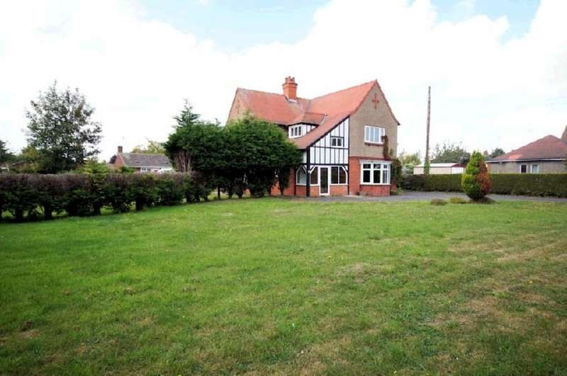 3 Bedrooms Detached House for sale in Saxilby Road, Sturton By Stow