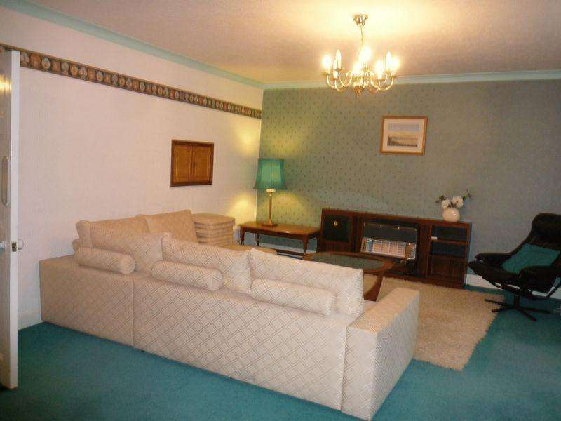 3 Bedrooms Apartment Flat for rent in Market Square, Fishguard
