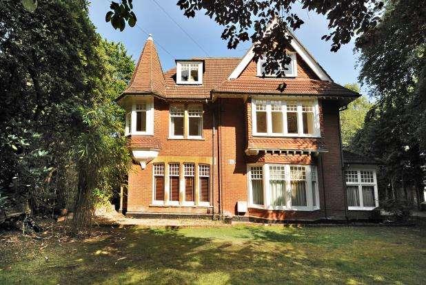 1 Bedroom Flat for sale in Camberley, Surrey