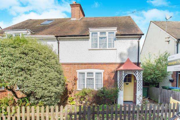 2 Bedrooms Semi Detached House for sale in Esher, Surrey