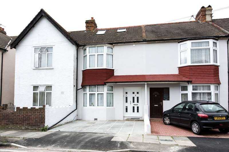 4 Bedrooms Terraced House for sale in Bank Avenue, Mitcham, Surrey, CR4