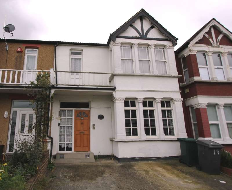 4 Bedrooms Terraced House for sale in Manor Park Crescent, Edgware, Greater London. HA8 7NH