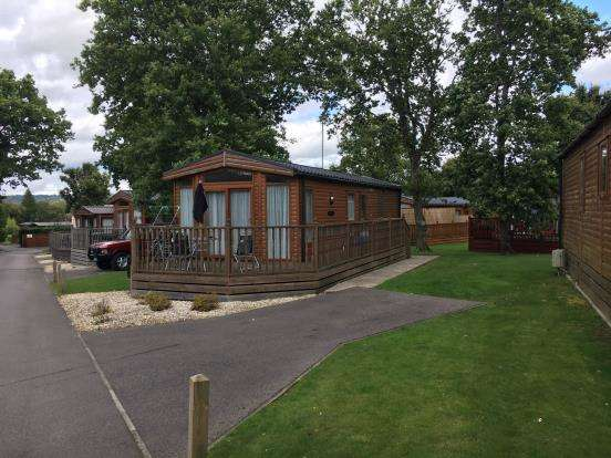 2 Bedrooms Mobile Home for sale in Edgeley Caravan Park, Farley Green, Surrey