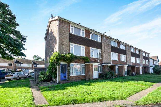 2 Bedrooms Maisonette Flat for sale in Addlestone, Surrey
