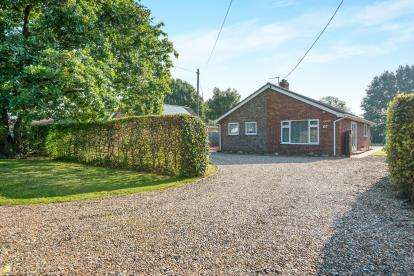 3 Bedrooms Bungalow for sale in Bressingham, Diss, Norfolk