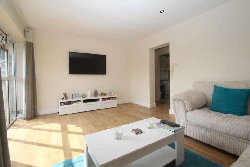 2 Bedrooms Apartment Flat for sale in STUNNING 2 BEDROOM REFURBISHED APARTMENT