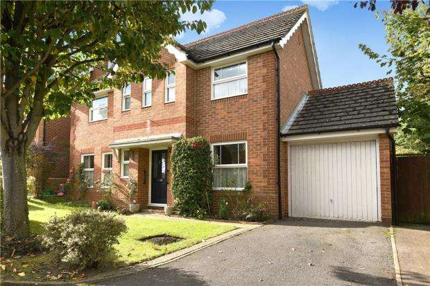 3 Bedrooms Detached House for sale in Mollison Close, Woodley, Reading