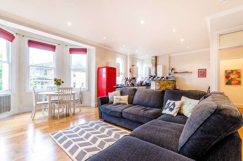 2 Bedrooms Flat for sale in Grove Road, Surbiton, KT6