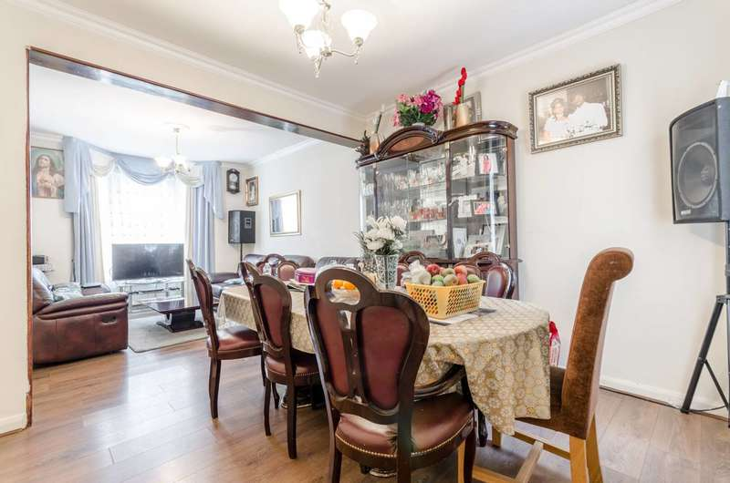 4 Bedrooms Terraced House for sale in Palamos Road, Leyton, E10