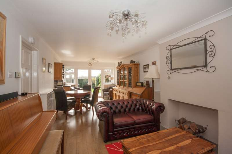 4 Bedrooms Detached House for sale in Downswood, Reigate, Surrey, RH2