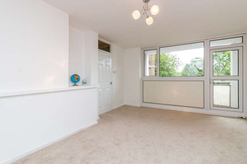 2 Bedrooms Flat for sale in Claremont Street, London, London, E16