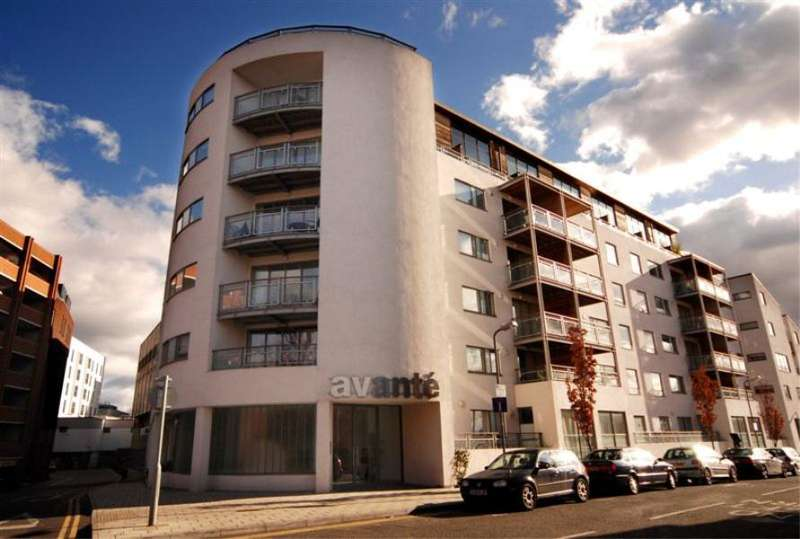 2 Bedrooms Flat for sale in Avante Court, The Bittoms, Kingston upon Thames, KT1
