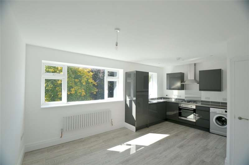 2 Bedrooms Apartment Flat for sale in Central Parade, New Addington, Croydon