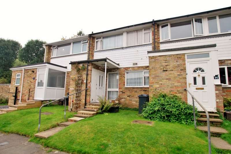 3 Bedrooms Terraced House for sale in Woodley Hill, Chesham, HP5