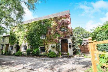 4 Bedrooms Semi Detached House for sale in Winchcombe Road, Sedgeberrow, Evesham, Worcestershire