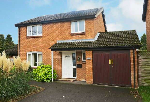 4 Bedrooms Link Detached House for sale in Plympton Close, Earley, Reading,