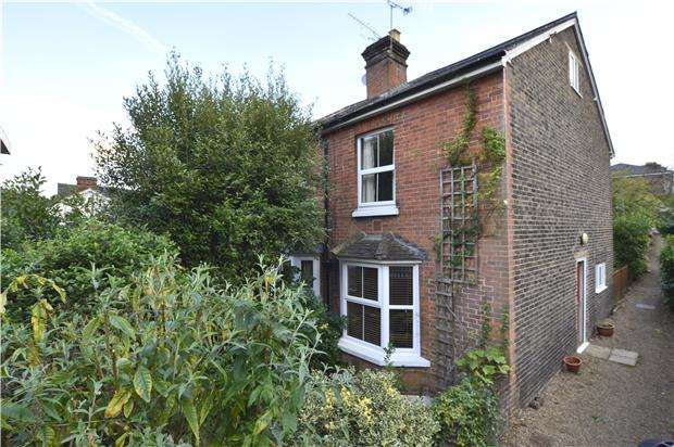 2 Bedrooms End Of Terrace House for sale in Brighton Road, REDHILL, RH1 6PS