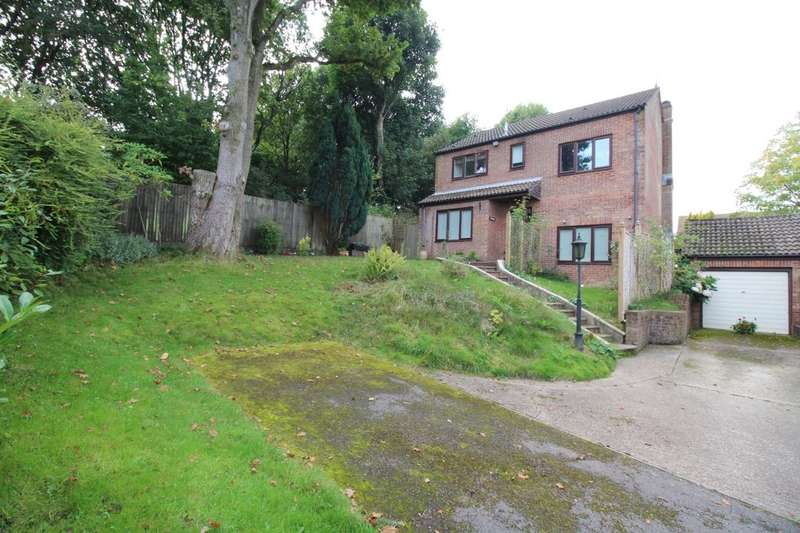 4 Bedrooms Detached House for sale in Tree Tops Booker Close, Crowborough, TN6