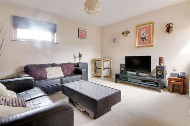 1 Bedroom Flat for sale in Lennox Road, Walthamstow, London