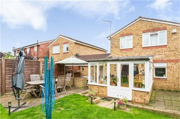 3 Bedrooms Link Detached House for sale in Peppercorn Walk, Hitchin, Hertfordshire