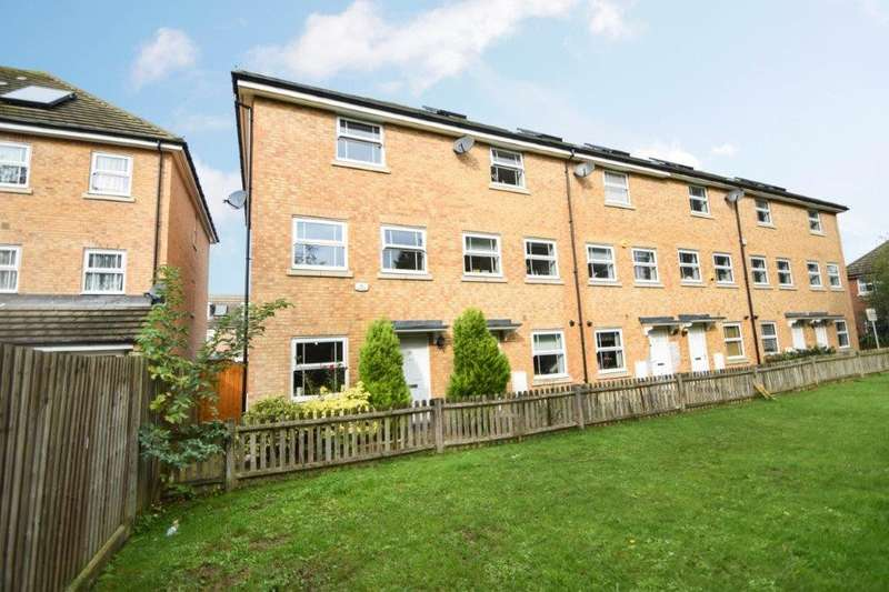 4 Bedrooms Town House for sale in Swift Close, Cippenham, SL1