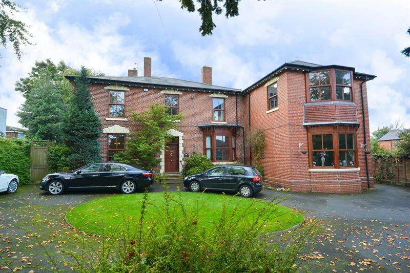 7 Bedrooms Detached House for sale in Moat Road, Oldbury