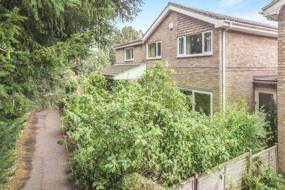 5 Bedrooms Detached House for sale in Yew Tree Walk, Clifton, Shefford, Bedfordshire