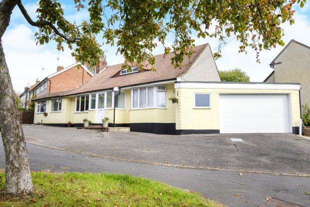 3 Bedrooms Bungalow for sale in St Johns, Woking, Surrey