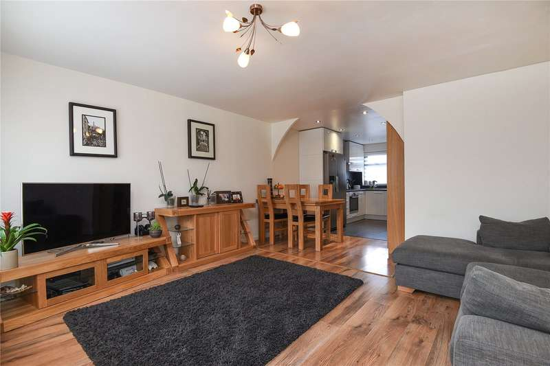 3 Bedrooms Terraced House for sale in Hodson Close, Harrow, Middlesex, HA2