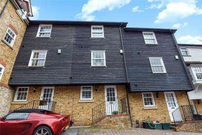 3 Bedrooms Terraced House for sale in Eugenie Mews, Chislehurst, Kent