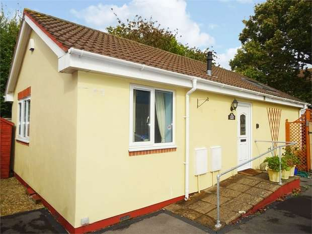 2 Bedrooms Detached Bungalow for sale in Bryant Gardens, Clevedon, Somerset