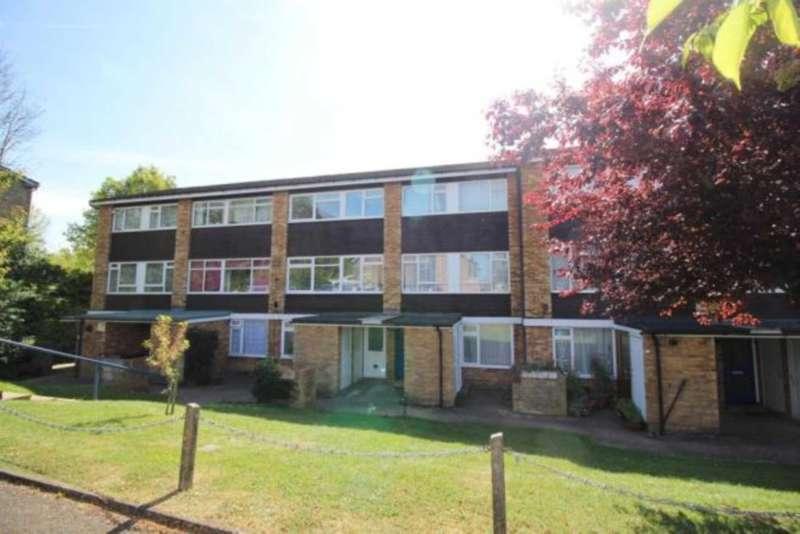 2 Bedrooms Flat for sale in Ashdown Drive, Borehamwood
