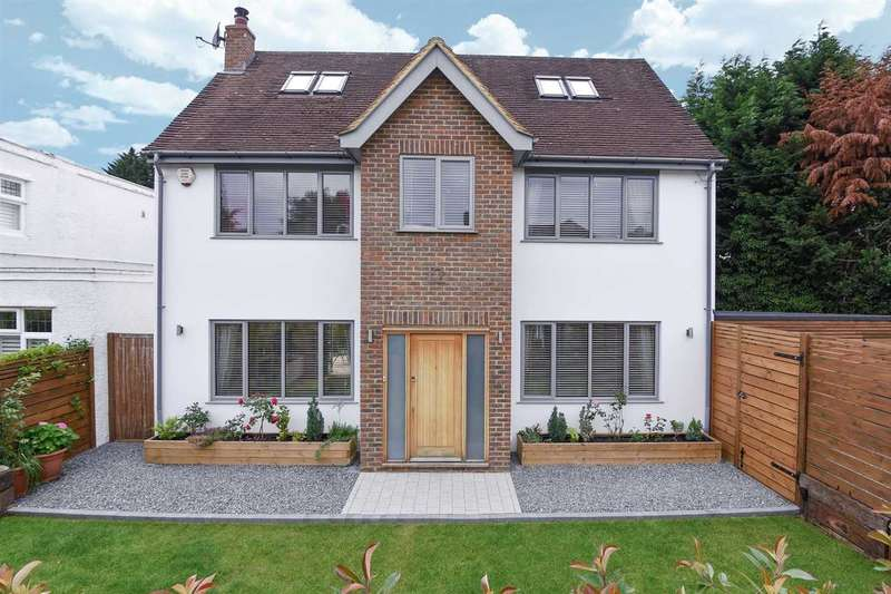 4 Bedrooms House for sale in Woodwaye, Oxhey, WD19.